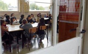 Les évaluations nationales en français et en mathématiques, mises en place par le gouvernement, ont mis en évidence en CM2 entre 35% à 45% de très bons élèves et 7% à 15% en très grande difficulté qui doivent bénéficier de l'aide personnalisée, selon les chiffres publiés lundi.
