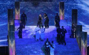 Les danseurs de Madonna, lors du passage de la chanteuse à l'Eurovision, ce samedi à Tel-Aviv, avaient floqués dans le dos des drapeaux palestiniens et israéliens.