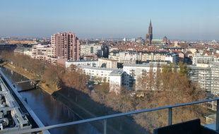 Strasbourg le 3 décembre 2015: Vue aérienne de Strasbourg, depuis la presqu'île Malraux