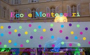 A Paris, la facade d'une école Montessori.