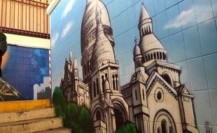 Une fresque murale orne désormais le tunnel sous-terrain de la gare d'Ablon (Val-de-Marne) pour lutter contre le sentiment d'insédurité des usagers du RER C.
