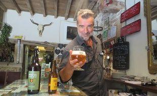 Pétrus, gérant de la Taverne de Curis, participe pour la première fois aux journées du patrimoine.