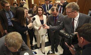 La démocrate Nancy Pelosi répond aux journalistes après son discours marathon de plus de 8 heures, le 7 février 2018.