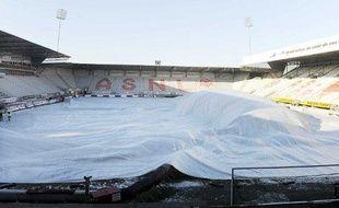 Le stade Marcel Picot de Nancy, dont la pelouse est couverte d'une bâche, le 10 janvier 2009 .