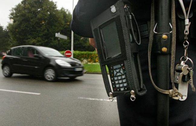 Mise en place du Procès Verbal (PV) électronique (PVE) dans le Nord. Ici, mise en oeuvre lors d'un contrôle routier dans le Vieux-Lille.