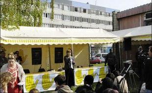 """Dominique Voynet a exposé ses mesures en faveur des quartiers. Sa proposition de créer un """"ministère de la Coopération et de l'Immigration"""", parce qu'il faut """"considérer l'immigration comme une richesse"""", a été bien accueillie par l'auditoire."""