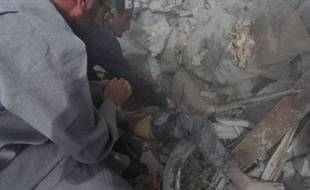 GRAPHIC CONTENT Il venait juste de revenir à Maaret al-Noomane, une ville rebelle du nord-ouest de la Syrie, car ses parents pensaient que le danger était passé. Il s'amusait sur son vélo quand une bombe larguée par l'aviation l'a tué et enseveli sous des décombres.