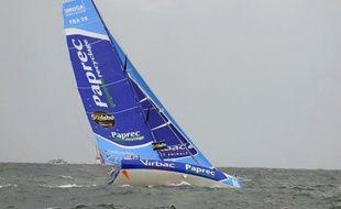 Le voilier de Jean-Pierre Dick, Virbac-Paprec 3, 3e du Vendée Globe, a perdu sa quille dans l'Atlantique nord à environ 500 milles au nord-ouest des îles du Cap Vert dans la nuit de lundi à mardi, a annoncé son équipe, précisant que le skipper était sain et sauf.