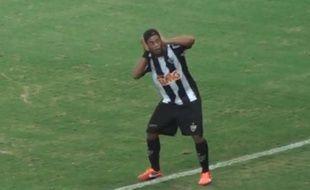 Ronaldinho lors de la célébration de son but avec l'Atletico Mineiro contre Cruzeiro, le 19 mai 2013.