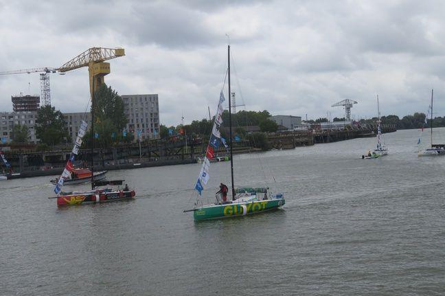 Les 47 skippers sont arrivés chacun leur tour peu après 12 h, ce lundi.