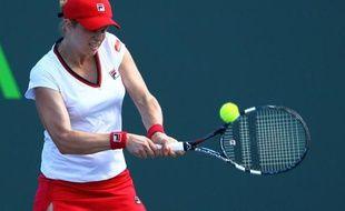 La Belge Kim Clijsters qui souffre d'une déchirure d'un muscle à une hanche sera écartée des courts de tennis durant quatre semaines au moins, a annoncé son agent dans un communiqué mercredi.