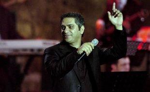 La voix de Fadel Chaker faisait craquer ses admiratrices, jusqu'au jour où ce crooner libanais fut séduit à son tour par les prêches d'Ahmad al-Assir, avec lequel il a fui après l'assaut lundi de l'armée contre ce cheikh sunnite radical, près de Saïda.