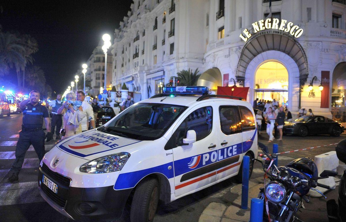 Une voiture de police dans Le Negresco, à Nice, le 14 juillet 2016. – Christian Alminana/AP/SIPA