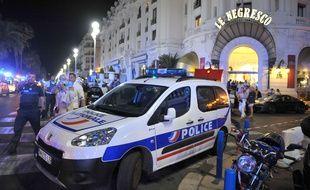 Une voiture de police dans Le Negresco, à Nice, le 14 juillet 2016.