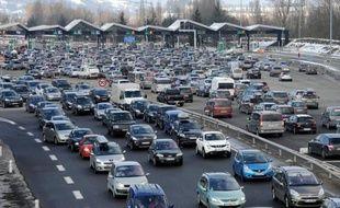 Les Français ont moins circulé en 2012 mais leur budget voiture s'est alourdi en raison d'une hausse constante des frais annexes et des taxes, selon le rapport annuel de l'Automobile Club association (ACA) publié mardi.