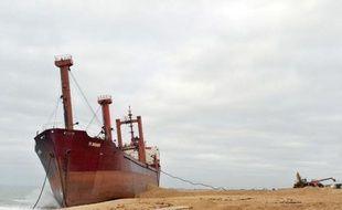 Moins d'une semaine après l'échouage, à l'aube du 16 décembre, du cargo TK Bremen sur une plage du Morbihan, les préfectures maritime et terrestre en charge du sinistre ont annoncé jeudi un plan de destruction du navire et de réhabilitation du site pour le 6 avril.