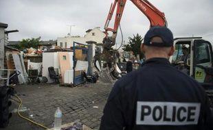 Un camp de Roms est démantelé à Bobigny, au nord-est de Paris, le 21 juillet 2015