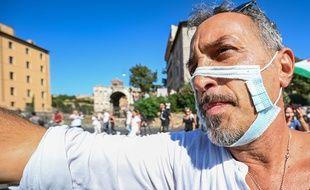 Un manifestant anti-masque en Italie. (Illustration)