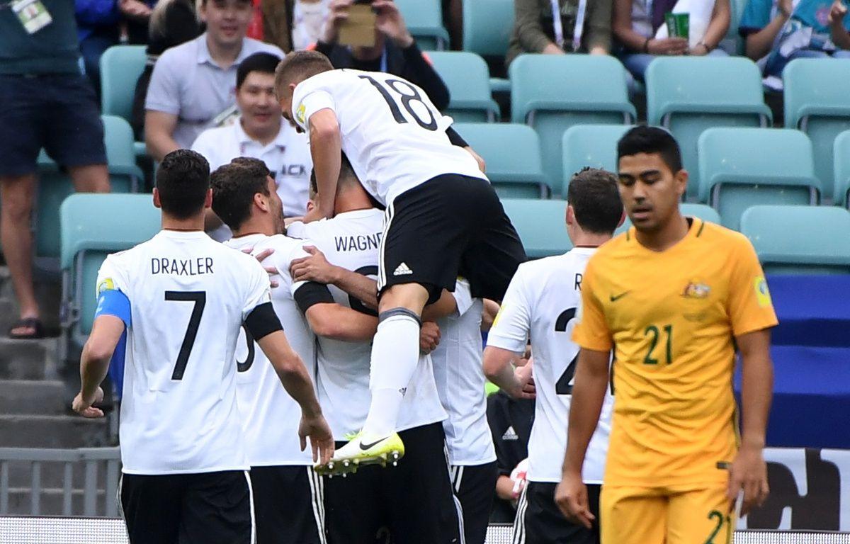 Les Allemands célèbrent l'ouverture du score face aux Australiens lors de la coupe des confédérations. – Patrik STOLLARZ / AFP