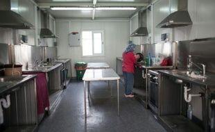 Une Palestinienne dans les cuisines d'un centre pour réfugiés, près de Larnaca, le 9 septembre 2015 à Chypre