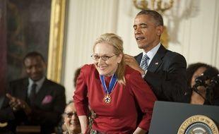 Barack Obama a remis lundi la Médaille de la liberté, plus haute distinction civile américaine, à 18 personnalités dont l'actrice Meryl Streep.