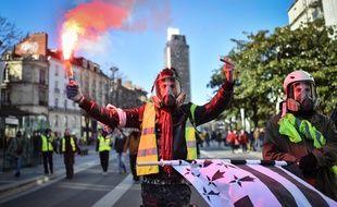 Des «gilets jaunes» manifestent en centre-ville de Nantes le 5 février 2019.