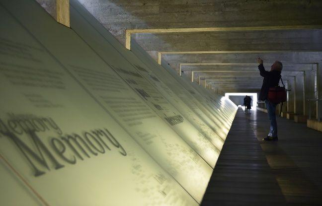 La pièce centrale du Mémorial à l'abolition de l'esclavage de Nantes est un passage souterrain commémoratif évoquant les cales des bateaux négriers.