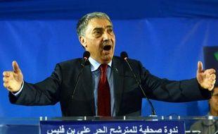 Le candidat de l'opposition Ali Benflis donne une conférence de presse à Algers le 18 avril 2014