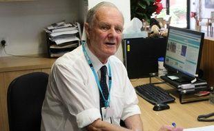 Ken Holmes pense être le plus vieux stagiaire d'Australie.