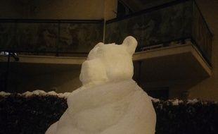 L'ours blanc réalisé dans la neige par Kyllian Fabre.