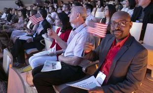 Chaque année, environ 750.000 immigrés obtiennent la nationalité américaine.