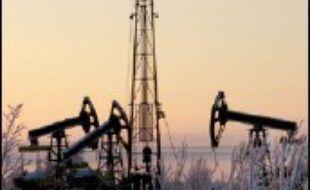 Face à un afflux sans précédent de pétrodollars, la Russie fait face à un choix difficile : dépenser cette manne inespérée ou capitaliser pour parvenir à terme à surmonter la dépendance du pays envers les hydrocarbures, comme le préconise la Banque mondiale.