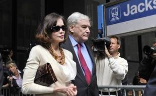 L'ancien magnat de la presse Conrad Black est sorti de prison vendredi après avoir été condamné aux Etats-Unis pour fraude et obstruction à la justice, mais son éventuel retour au Canada, dont il avait renoncé à la nationalité, fait des vagues dans son pays natal.