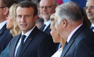 Le président Emmanuel Macron (de face) et Gérard Larcher, président du Sénat (de trois-quart) le 14 juillet 2017 à Nice
