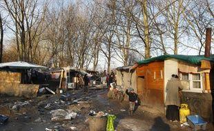 Lille, le 14 janvier 2013. Un incendie ravage 8 cabanes dans un camp de Roms près du boulevard Robert Schuman (Archives).