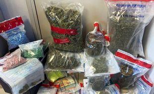 La gendarmerie des Côtes d'Armor a interpellé deux personnes soupçonnées d'être à la tête d'un trafic de drogue.