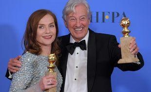 Isabelle Huppert et le réalisateur Paul Verhoeven, sacrés aux Golden Globes pour «Elle», le 8 janvier 2017.