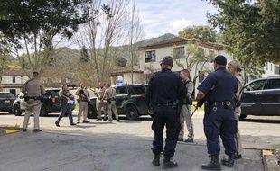 Trois personnes sont retenues en otage dans une maison de retraite pour anciens combattants à Yountville, en Californie.