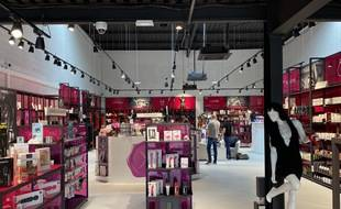 La boutique Dorcel Store dans le quartier du Lac à Bordeaux