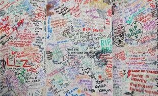 Mur de Londres rempli d'hommages à David Bowie en janvier 2016