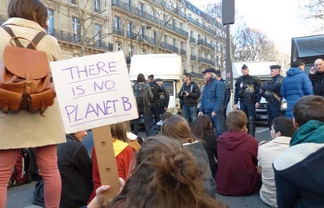 Les jeunes dans la rue vendredi 15 février pour le climat à Paris.