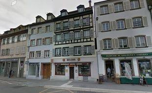 L'immeuble situé au dessus d'un restaurant chinois a vu sa toiture partir en fumée.