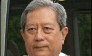 Le général à la retraite Surayud Chulanont, 63 ans, ancien commandant en chef de l'armée et conseiller du roi, a accepté de devenir Premier ministre de Thaïlande, a confirmé dimanche l'auteur du putsch du 19 septembre, le général Sonthi Boonyaratglin.