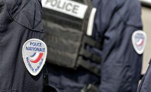 Un syndicat policier a organisé une manifestation pour protester contre les violences policières...