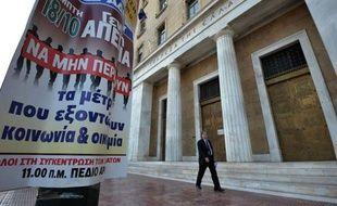 La Grèce tournait au ralenti jeudi à la suite d'un appel à la grève générale des syndicats -- le quatrième de l'année -- pour protester contre l'austérité imposée, le jour où se réunissent à Bruxelles les dirigeants européens, membres de la troïka des bailleurs de fonds de la Grèce.