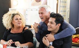 L'animateur David Ginola entouré de Marianne James et Sugar Sammy, les deux nouveaux jurés de l'émission, dans les coulisses de «La France a un incroyable talent».