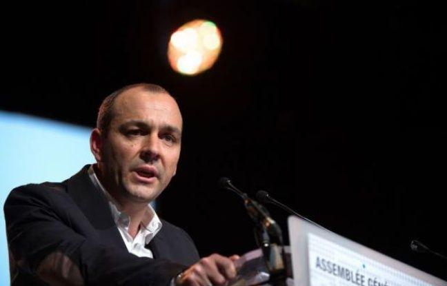"""Intronisé à la tête de la CFDT, Laurent Berger, 44 ans, a donné le ton jeudi de sa stratégie, """"ni soutien du gouvernement ni opposant politique"""", mais un """"contre-pouvoir"""" adepte du dialogue social, dans la droite ligne de son prédécesseur François Chérèque."""