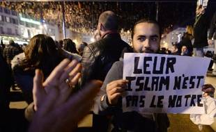 Manifestation en hommage aux victimes de l'attaque contre Charlie Hebdo, le 7 janvier 2015 à Marseille