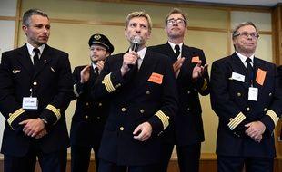 Le sNPL, syndicat majoritaire, a refusé la proposition de la direction d'Air France. Au centre: Jean-Louis Barber, président du SNPL Air France.
