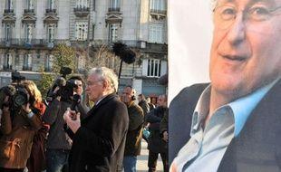 La chaîne LCP va charger son avocat de porter plainte lundi après avoir reçu de nombreux mails injurieux, dont certains antisémites, émanant de partisans du candidat à l'Elysée Jacques Cheminade, après une interview politique houleuse, a annoncé à l'AFP le journaliste Frédéric Haziza.